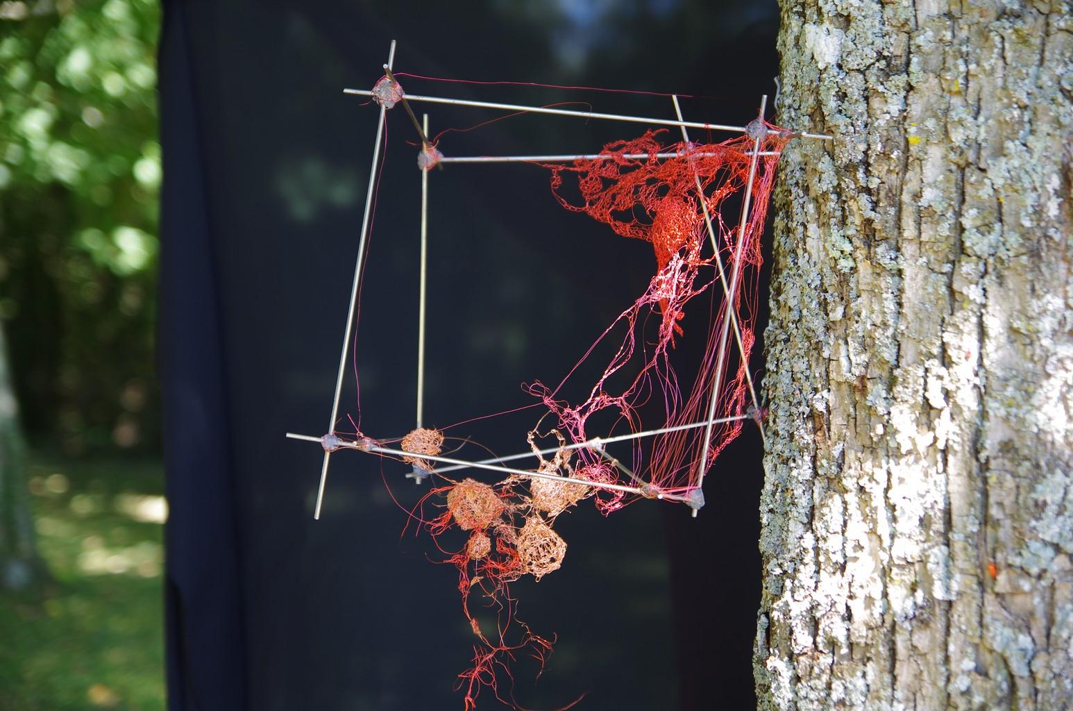 CHAT SAUVAGE, 2013 fils d'acier crochetés , tricotés et noués (30x30x18cm) Inv. 00085