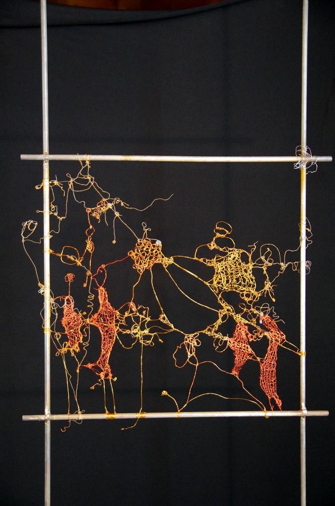 CONNIVENCE, 2013 fils d'acier crochetés , tricotés et noués (50x150cm) Inv. 00084