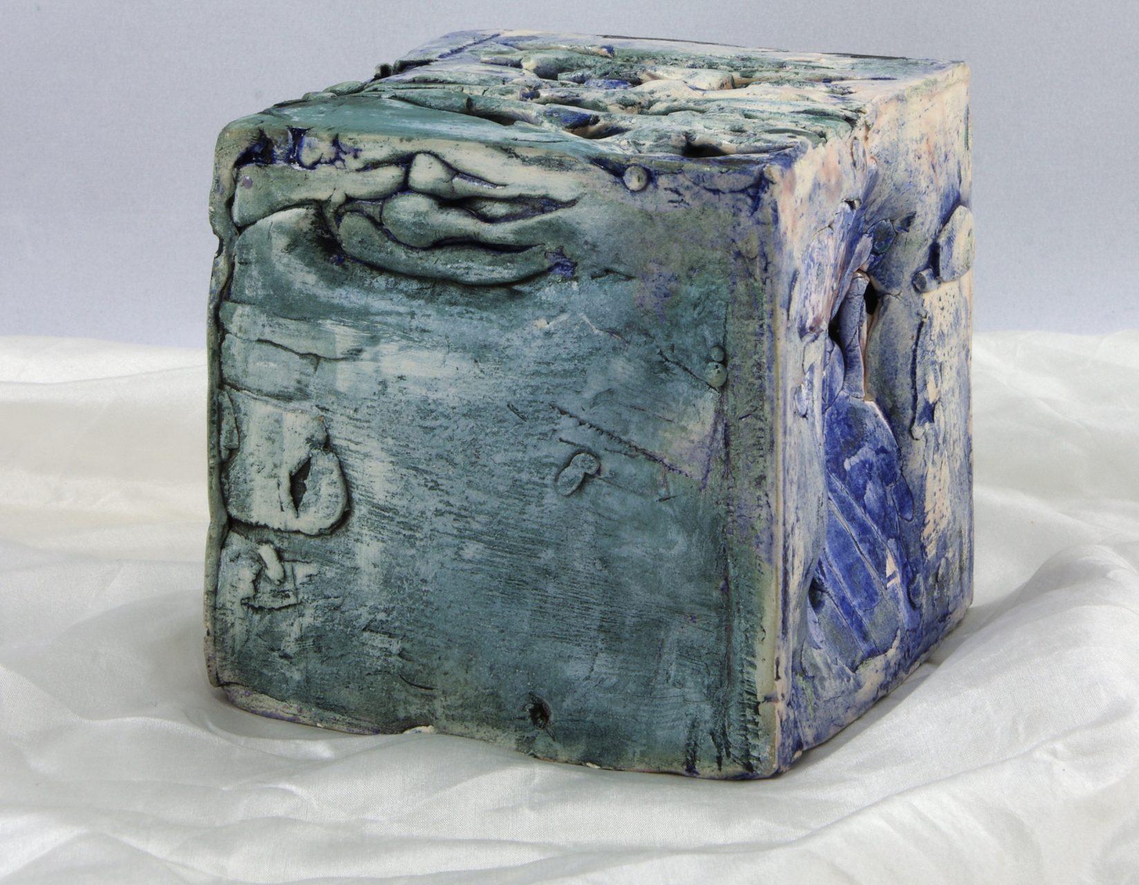 PETIT CUBE BLEU, 2012 céramique émaillée partiellement (9.5x9.5x9.5cm) - Inv. 00027-vendu